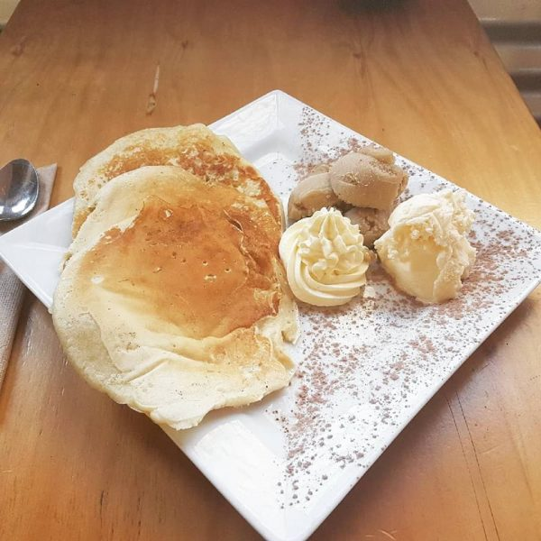 Pancakes and cream